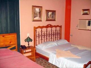 Habitaciones de alquiler en casa particular emilio en la for Alquiler de habitacion en hotel familiar